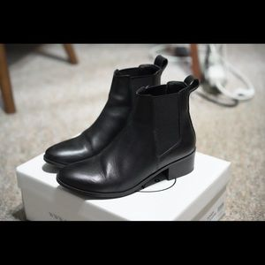 Steve Madden Black Leather Chelsea Boots
